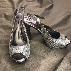 N by Nicole Miller Sliver Shoes. Size 8.5